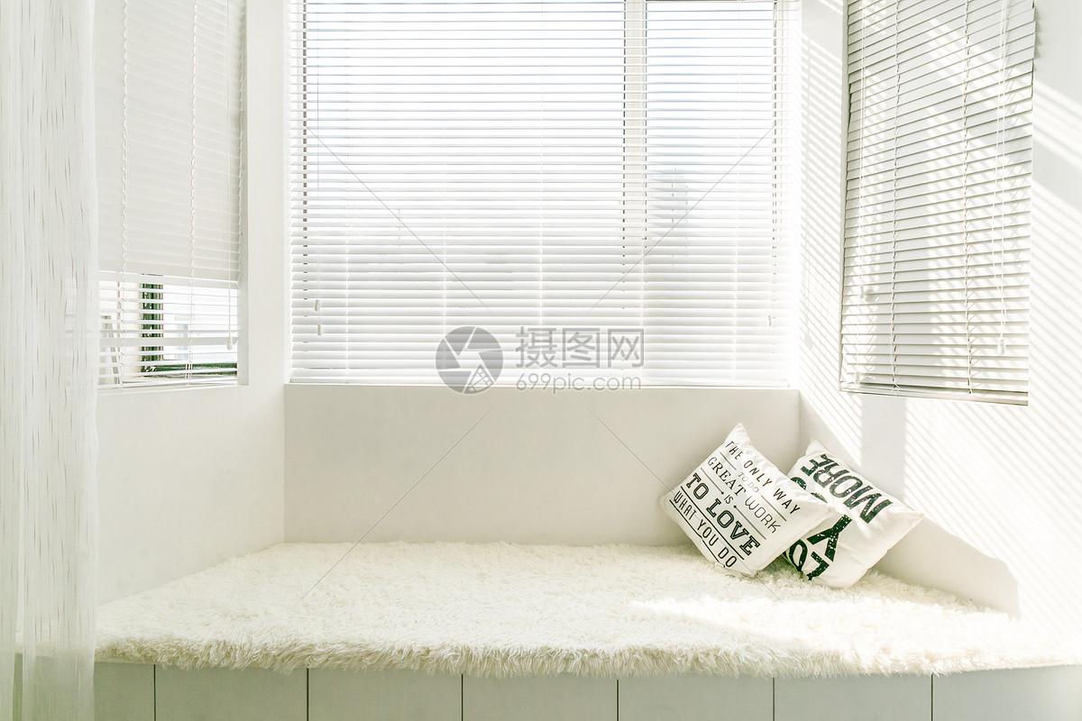 阳光下的小清新阳台图片