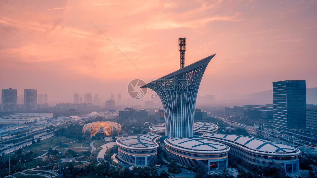 武汉光谷地标建筑马蹄莲大楼