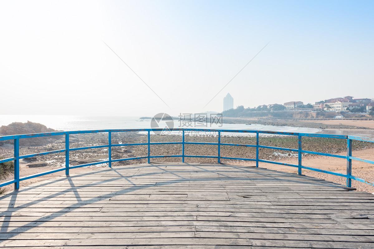 青岛海滨木栈道