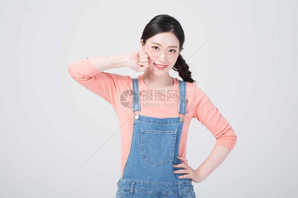 甜美可爱的青年女生形象图片