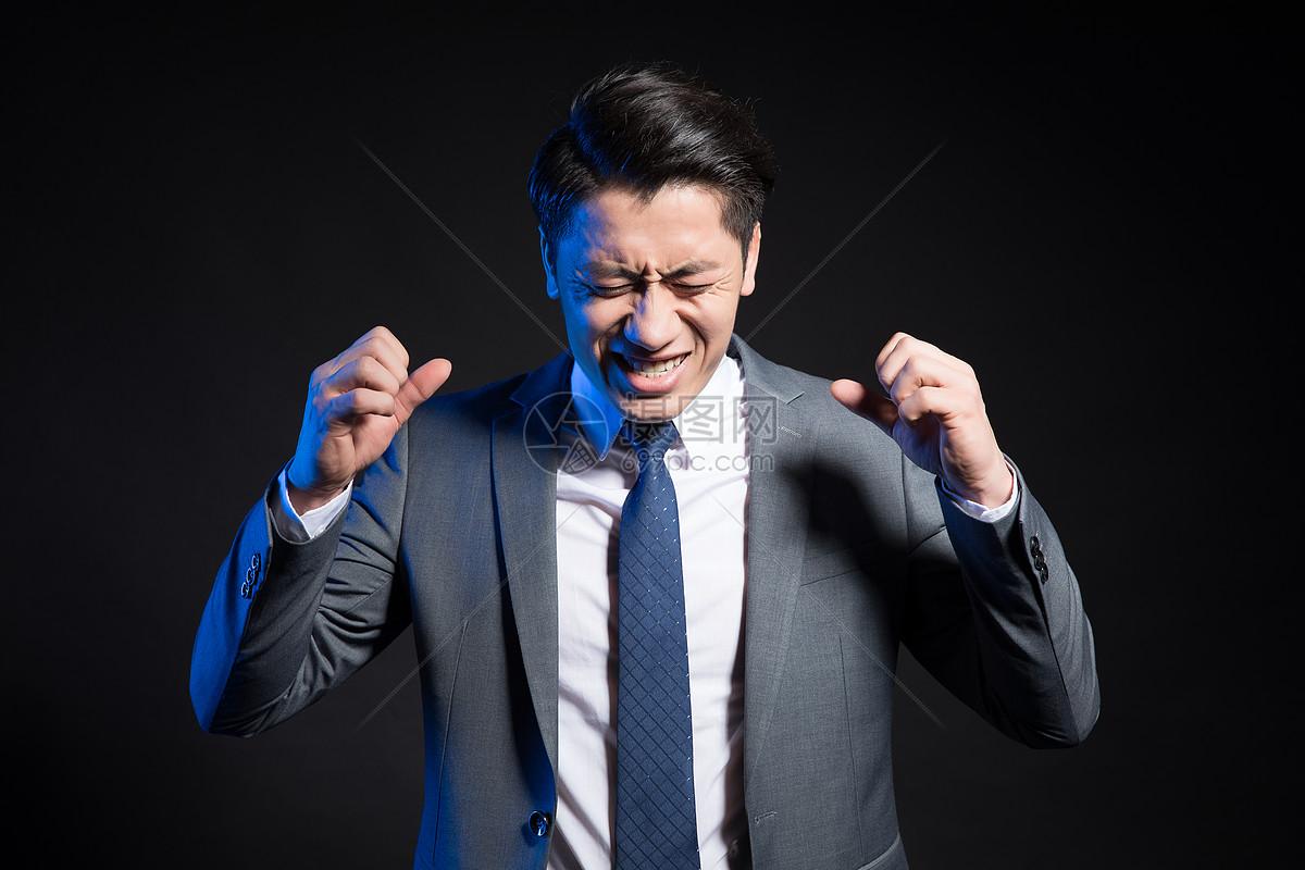 抓狂的商务男性形象创意图片