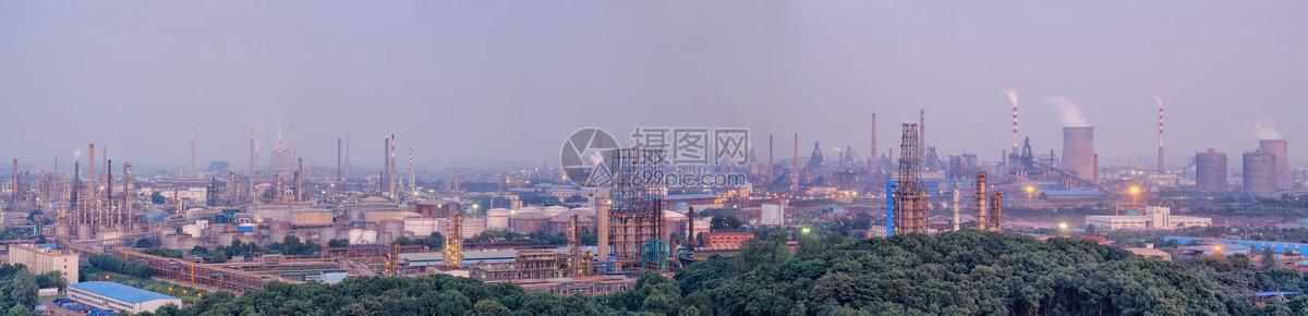 武汉钢铁工厂车间烟囱全景长片图片
