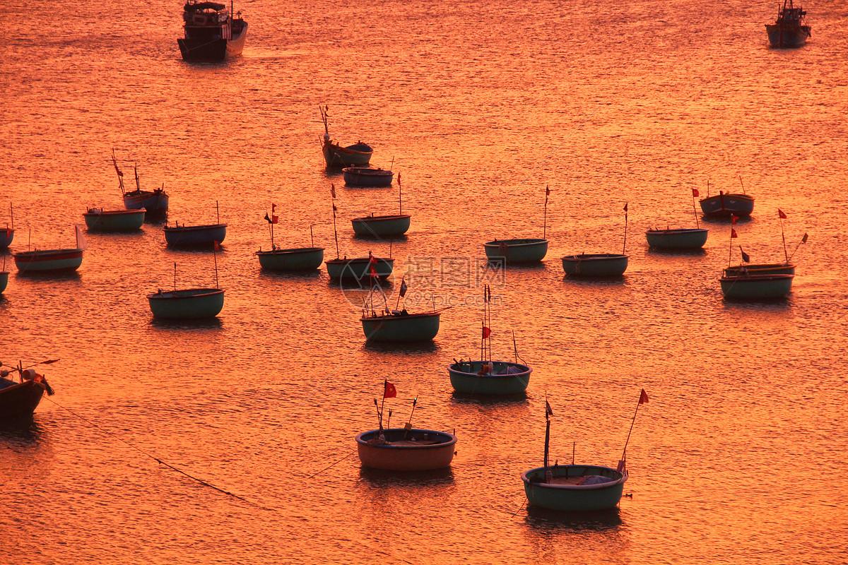 越南美奈渔港的日落图片