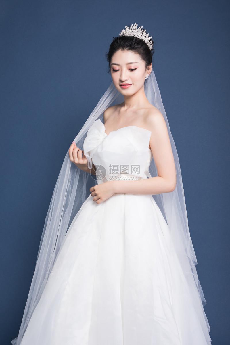 甜美女生婚纱照