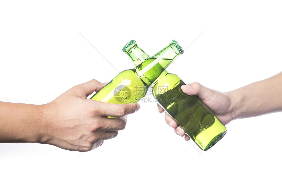 手拿啤酒干杯图片素材_免费下载_jpg图片格式_vrf高清