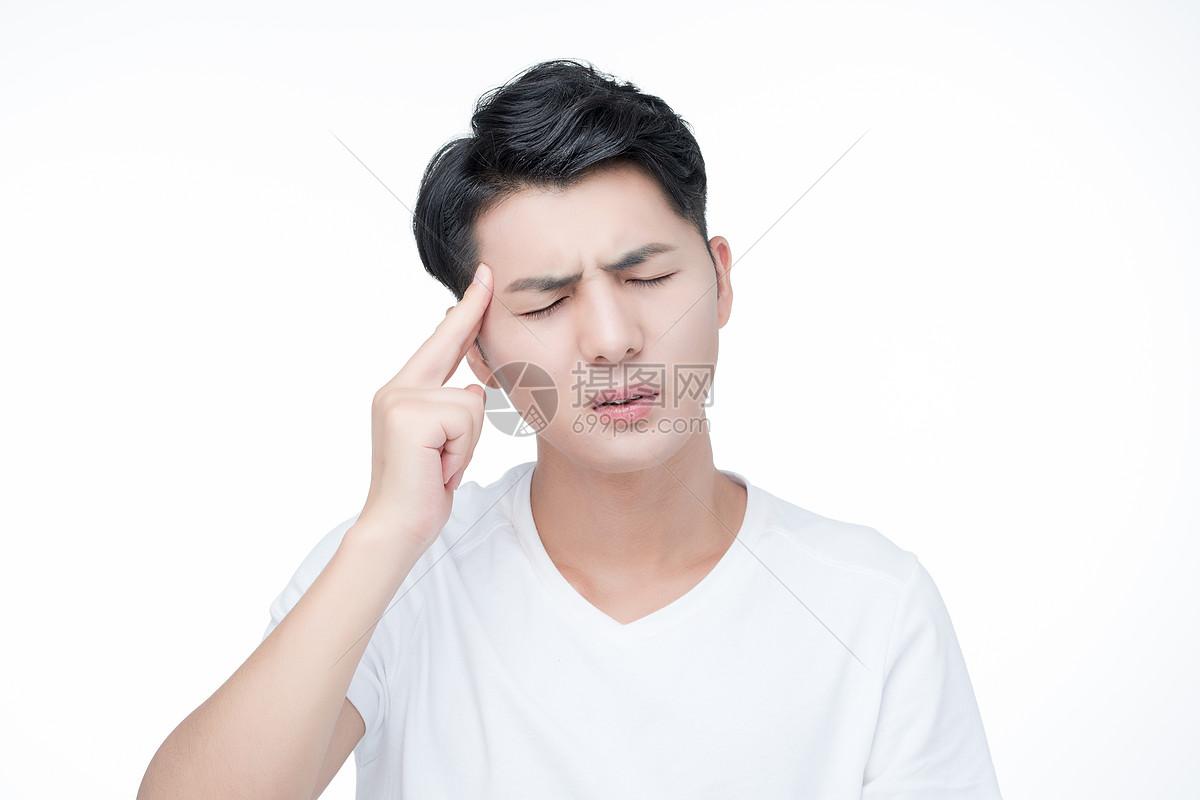 男性头疼生病图片