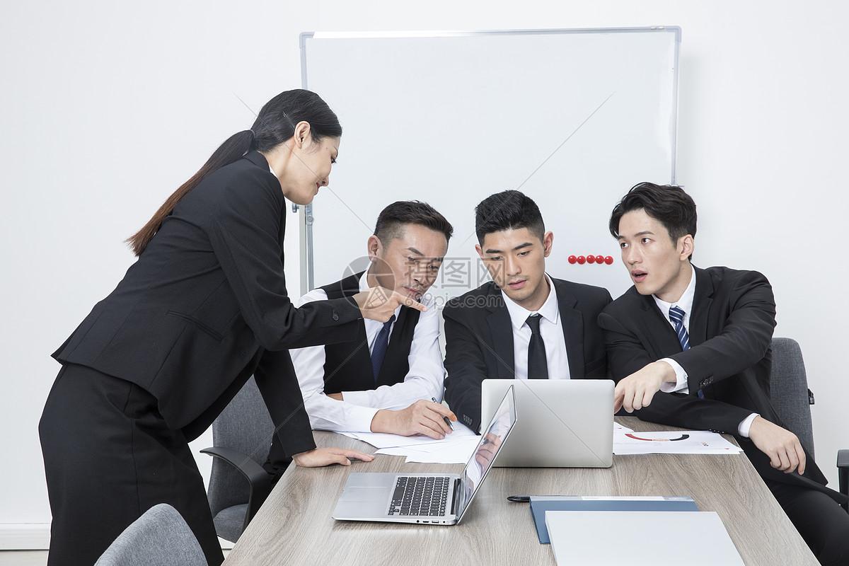 商务团队开会图片