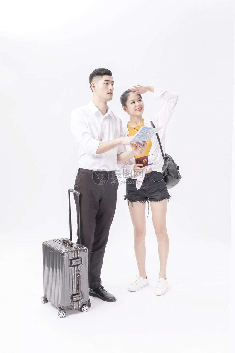 情侣旅游出行图片