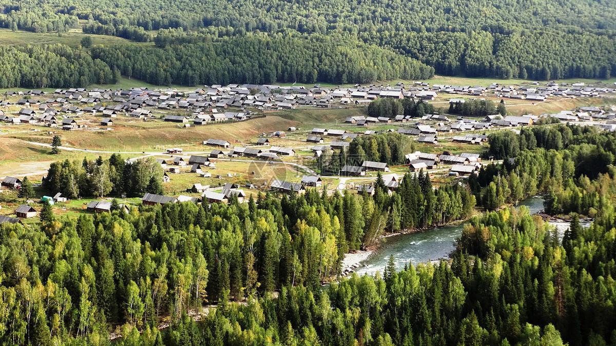 大美新疆禾木村远眺图片