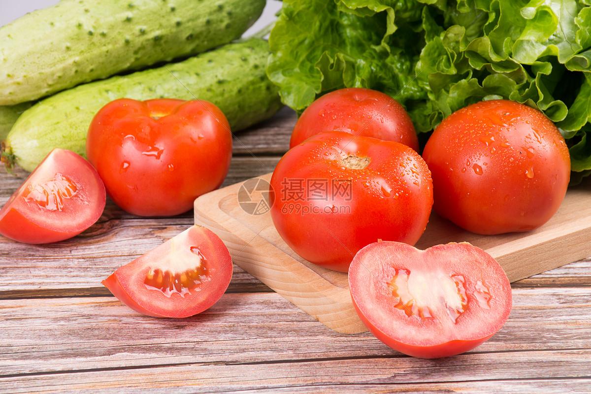 新鲜的西红柿蔬果图片