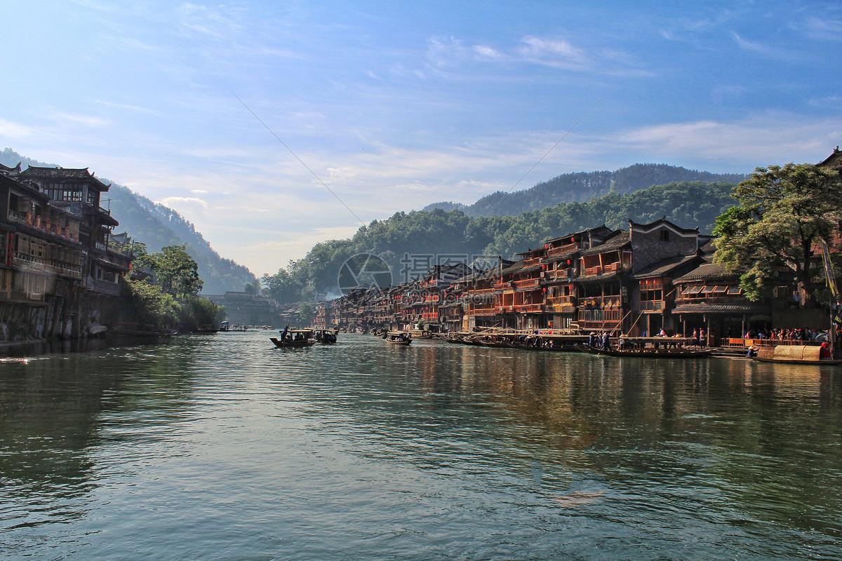 湘西凤凰古镇沱江风景图片