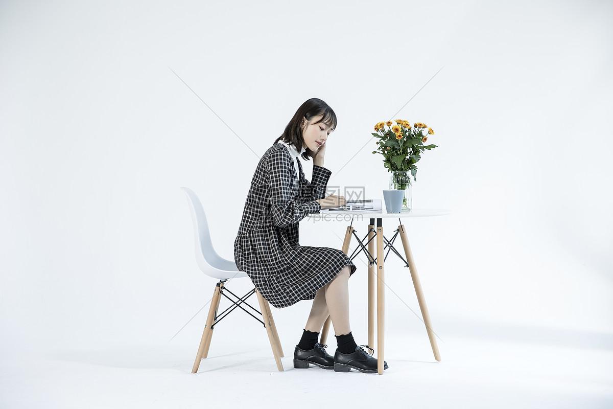 文艺女性阅读图片