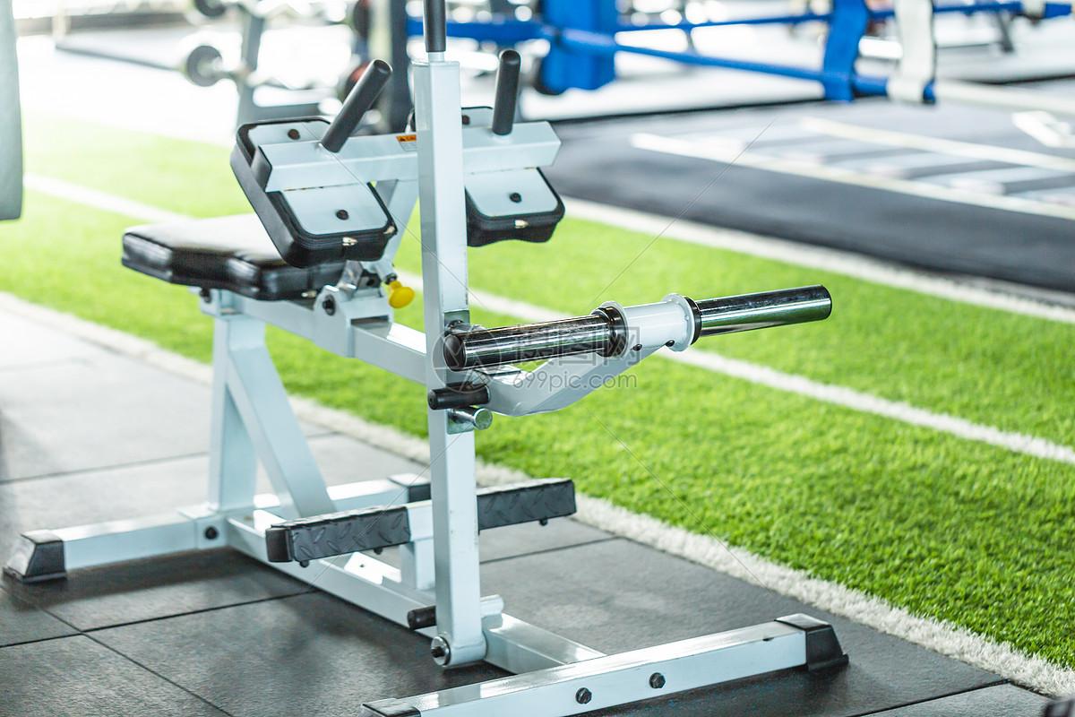运动锻炼健身器材图片