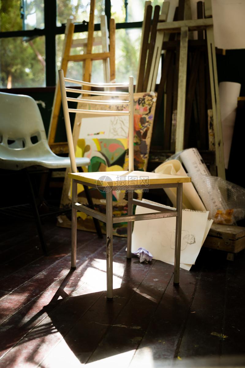 阳光下的画室图片