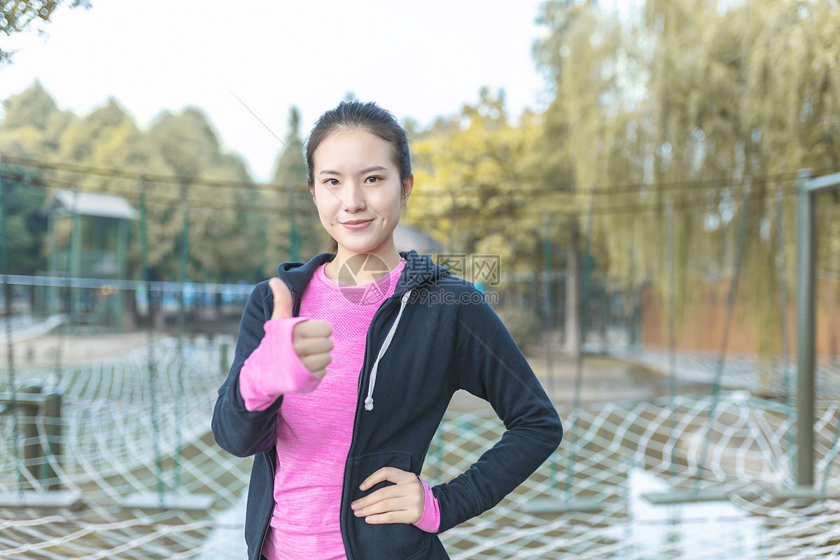 女性运动健身图片