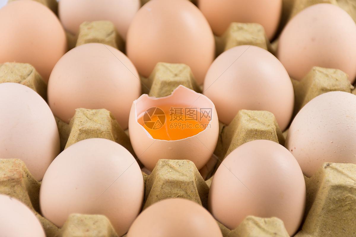 新鲜的生鸡蛋图片
