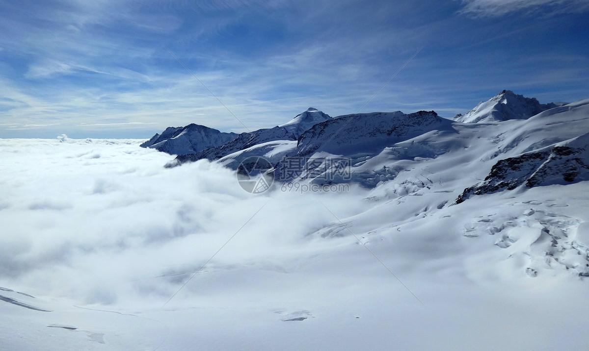 瑞士少女峰的雪山云海图片