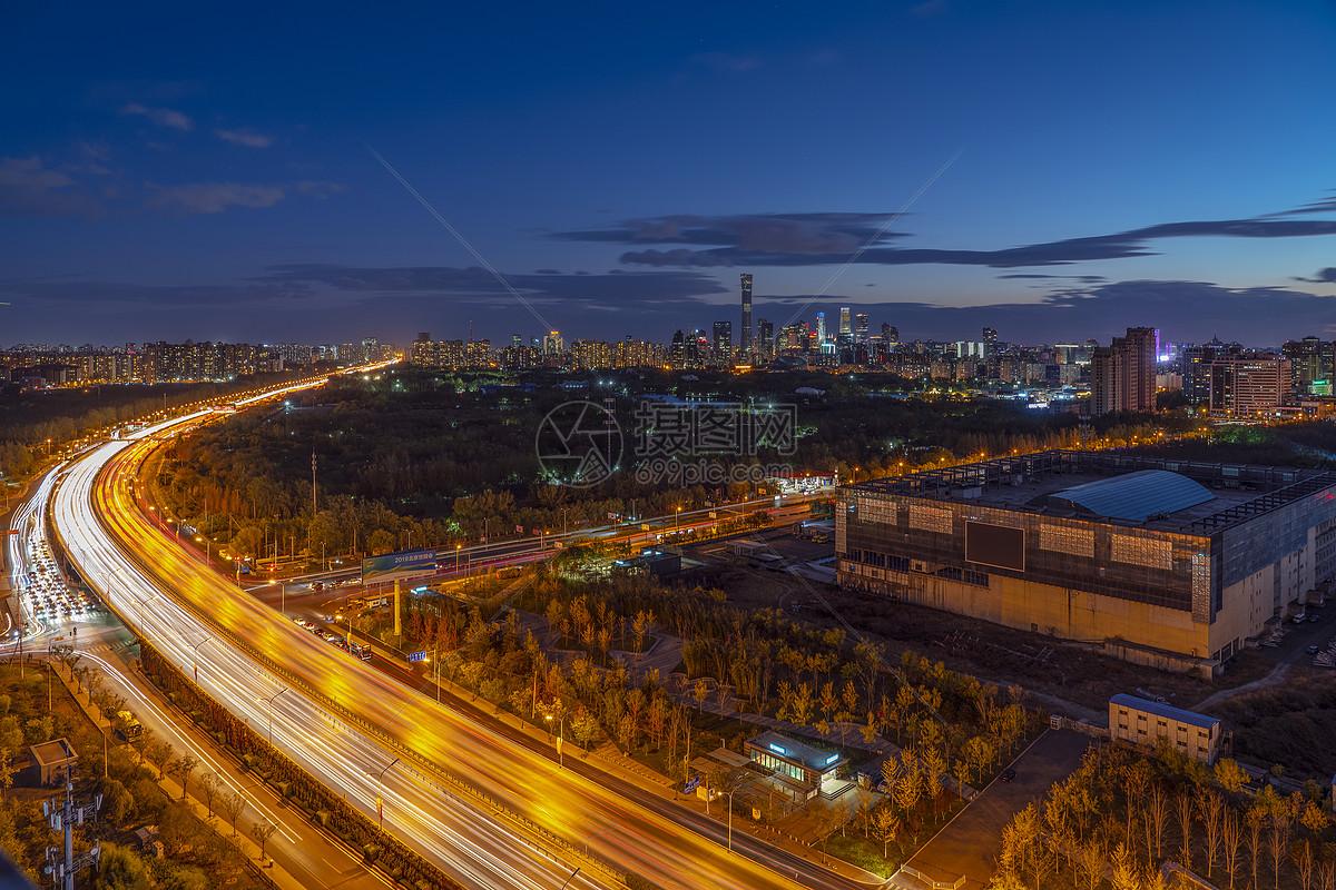北京夜景车流轨迹图片