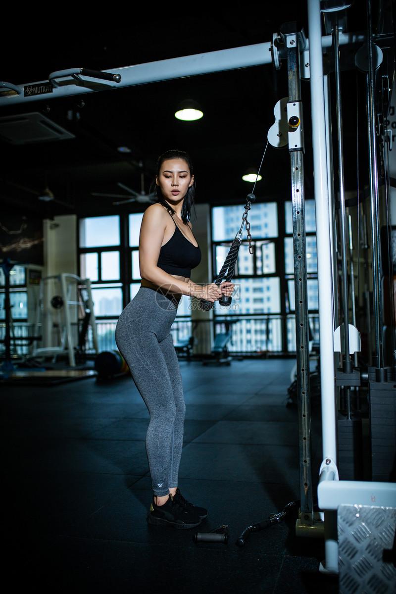 运动健身女性形象图片
