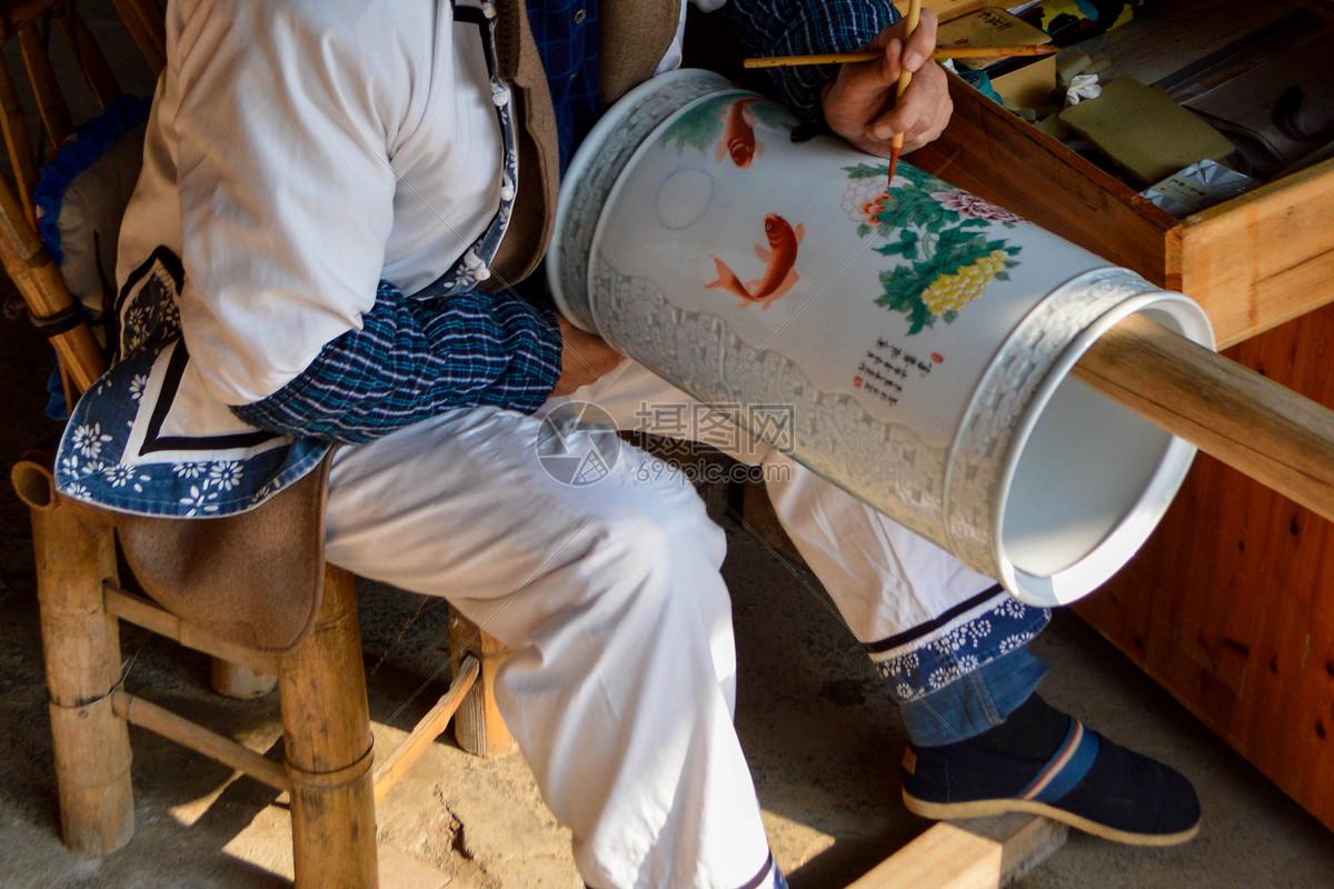 在景德镇观看瓷器制作图片