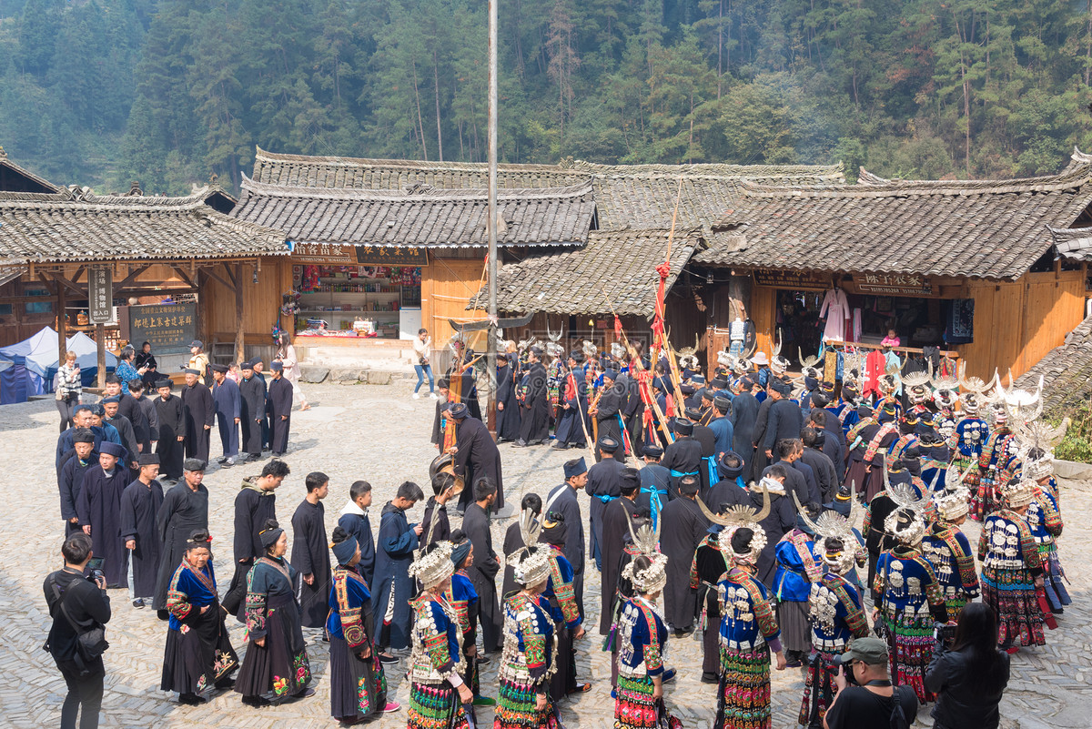 贵州苗寨中的表演图片