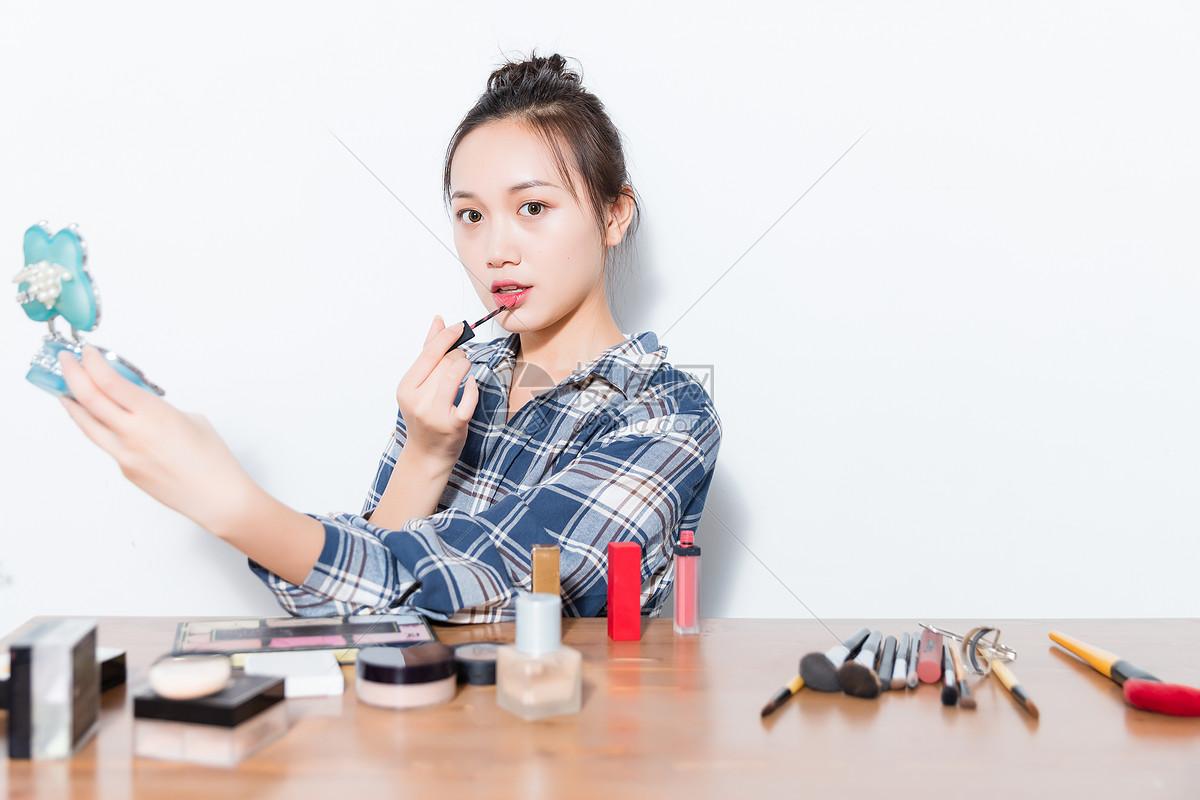 青春女孩化妆图片