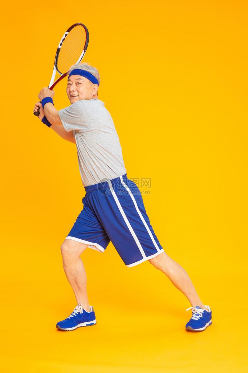 老人运动网球图片