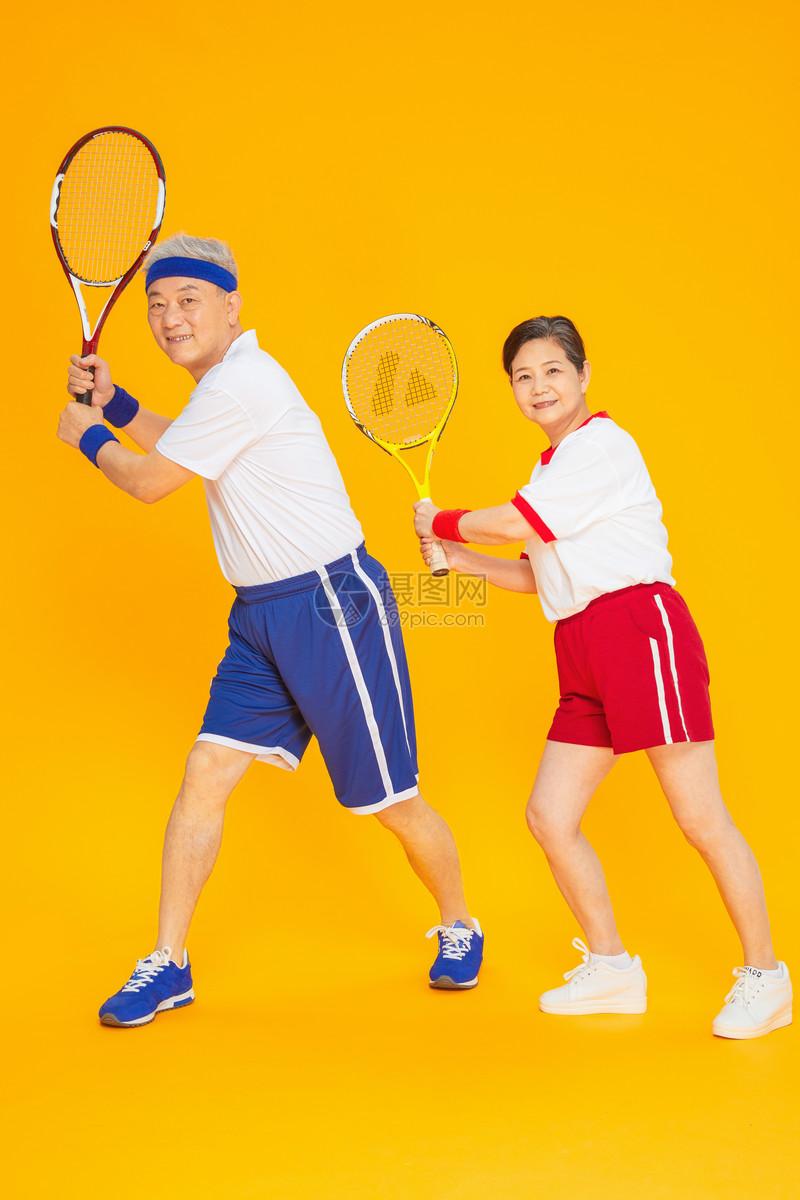 老人健身网球图片