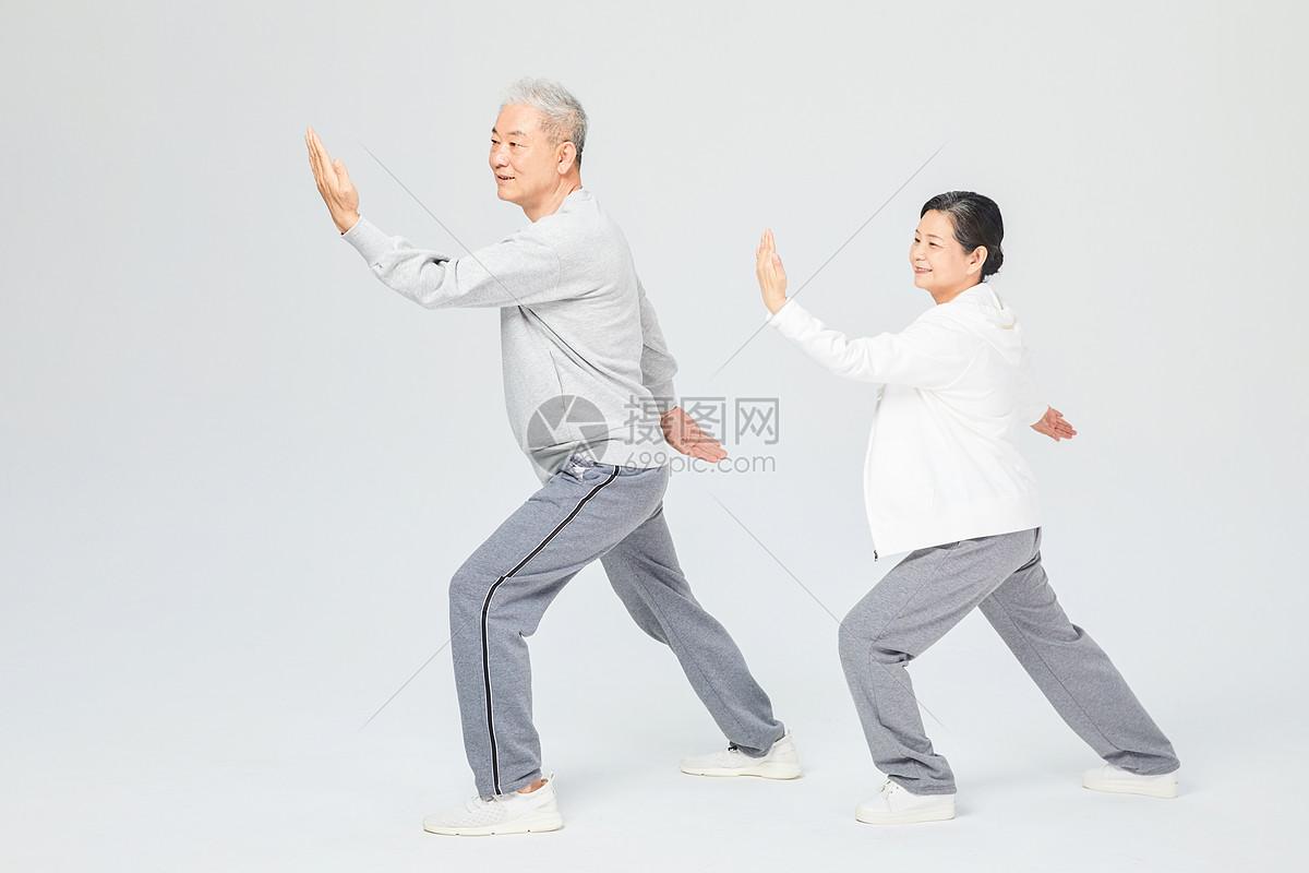 老人运动太极图片