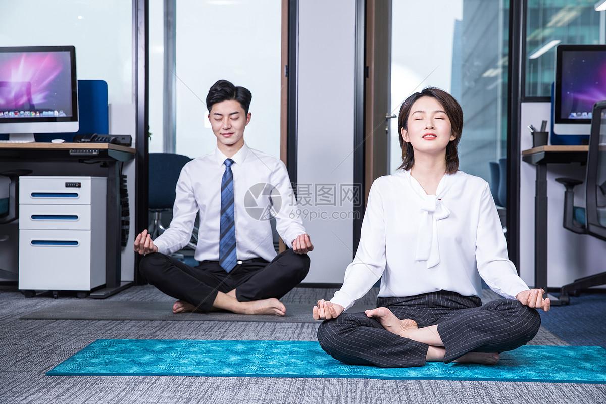办公室健身瑜伽图片