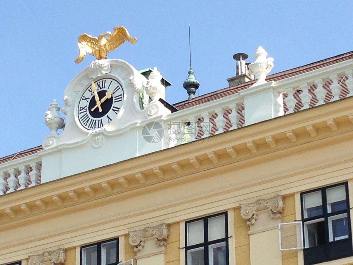 欧洲建筑的顶部装饰图片