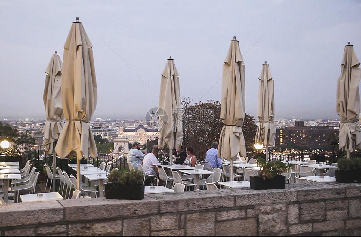 多瑙河边的餐厅图片