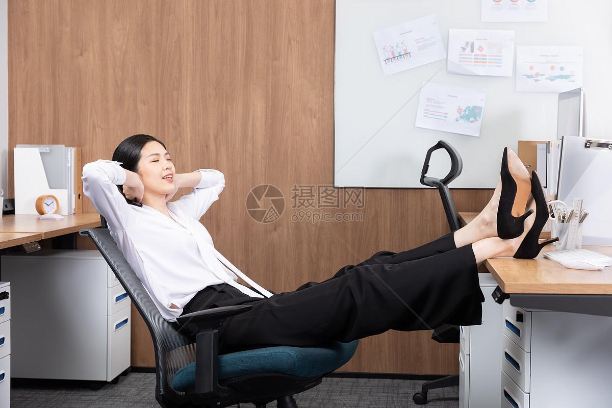 商务女性办公室休闲图片