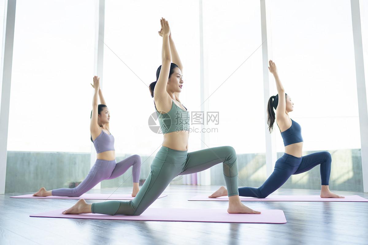 女性瑜伽美体图片