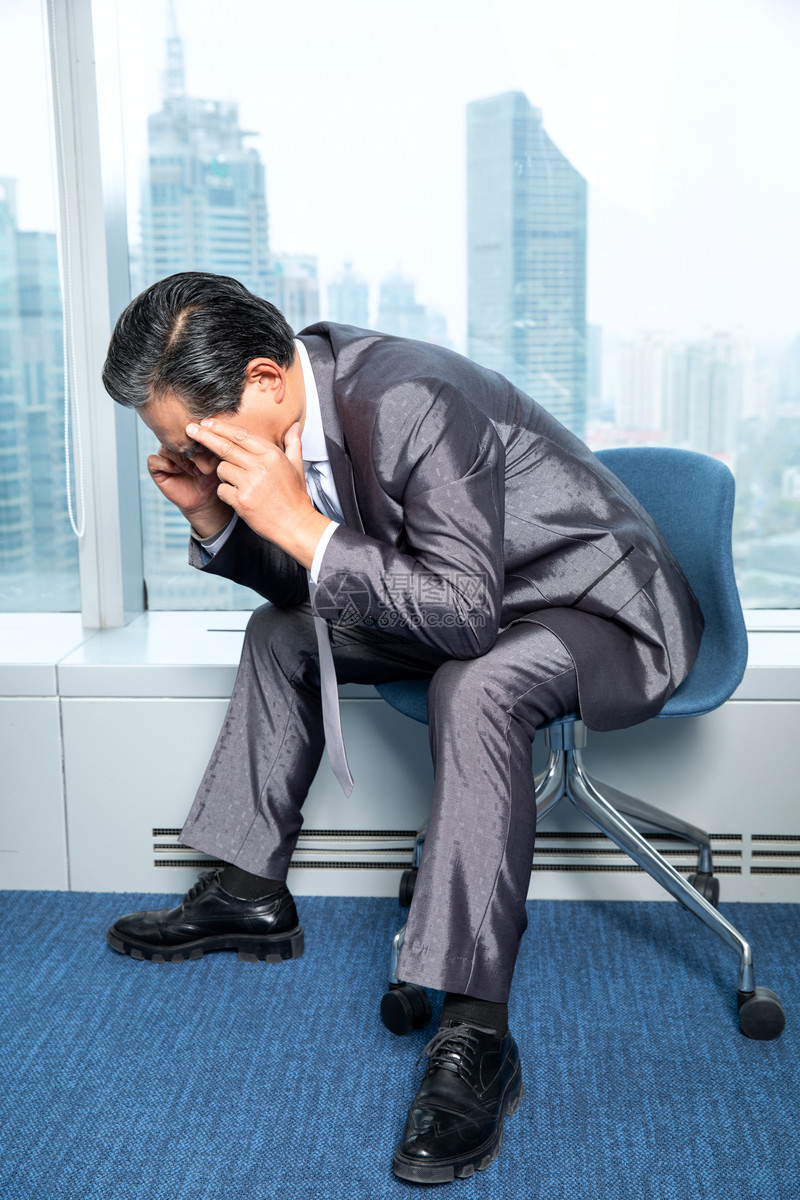 商务男性头痛图片