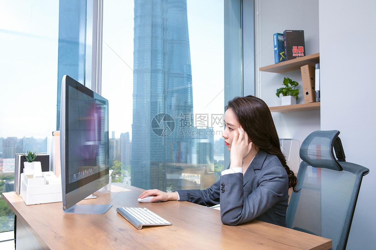 职场女性工作疲劳图片