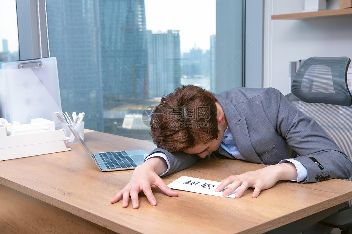 失业男性图片