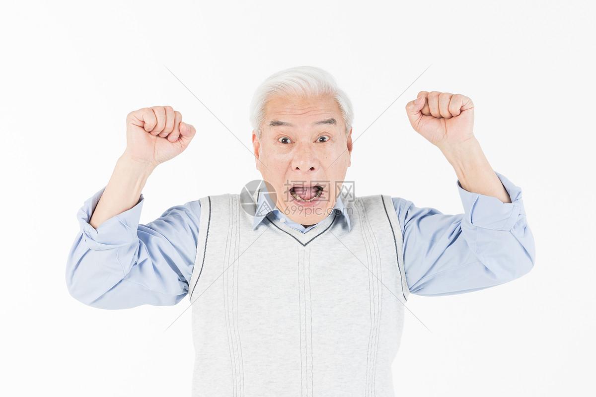老年人惊讶图片