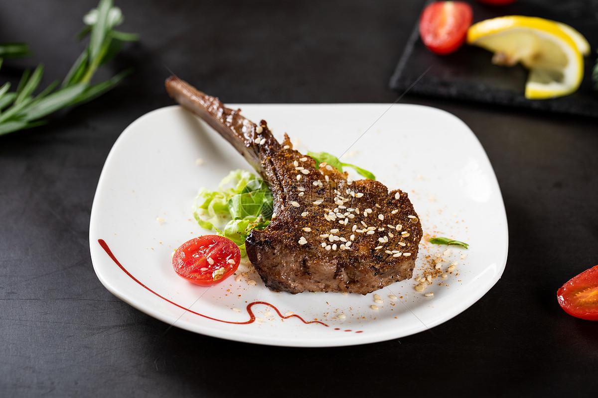 美食烤羊排(精)图片