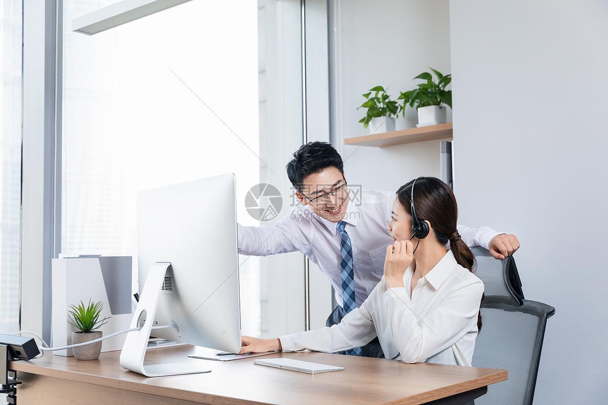 客服团队沟通工作图片