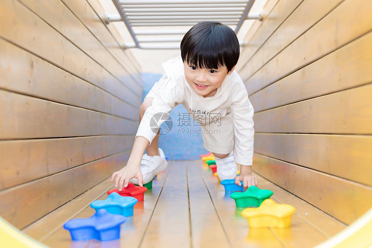 儿童游乐园嬉戏图片