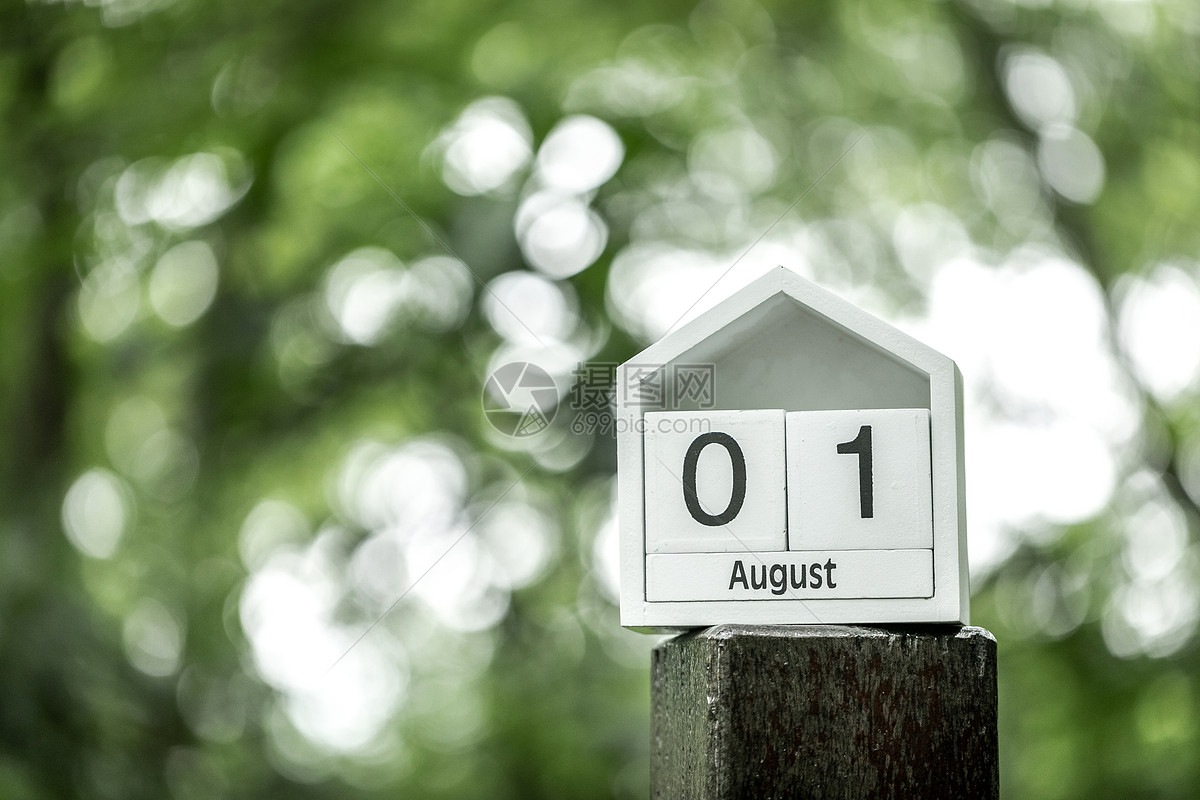 你好八月图片