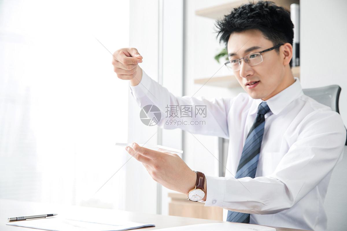 商务男士科技触控图片