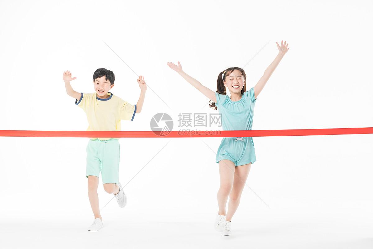 儿童跑步比赛图片