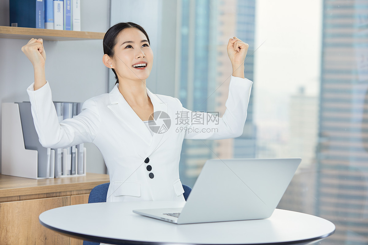 商务女性职业形象图片