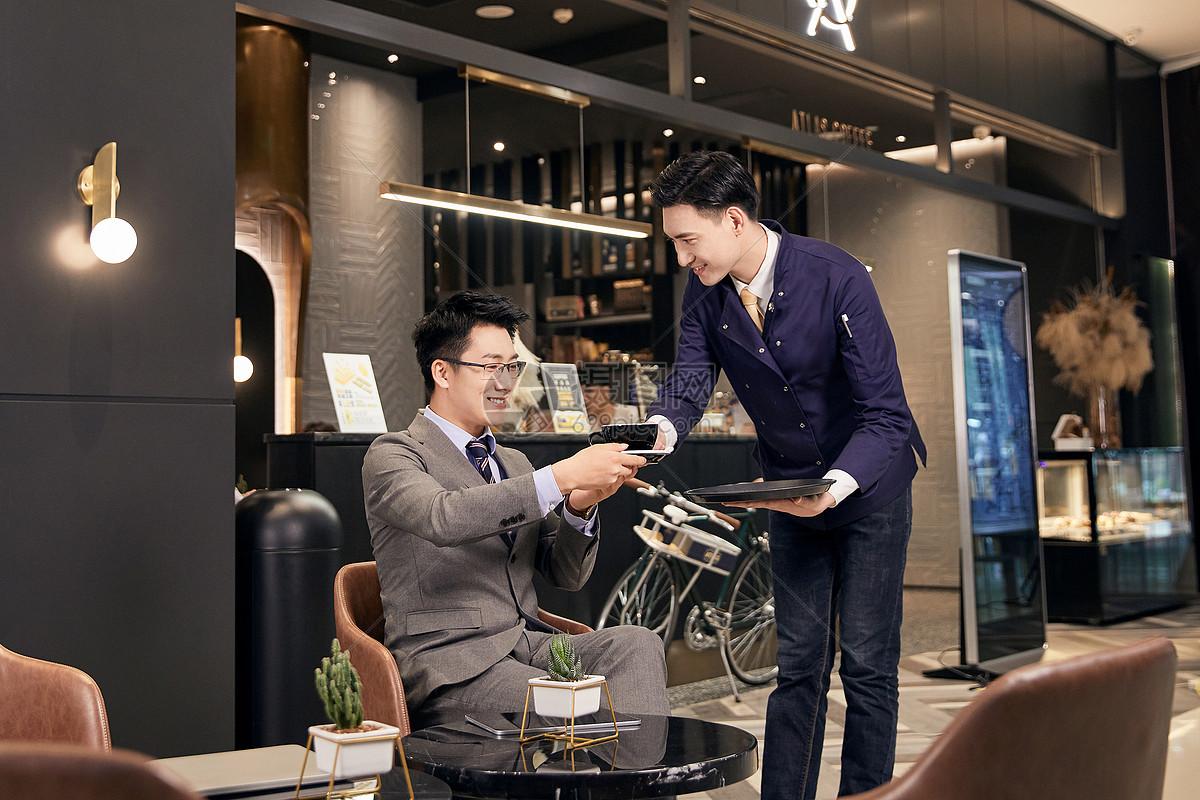 职场白领咖啡厅点咖啡图片