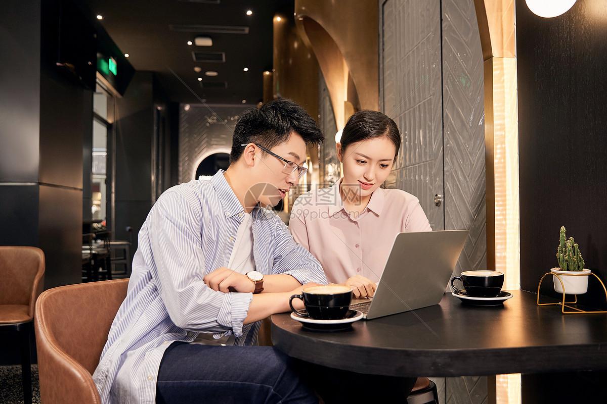 职场白领咖啡厅办公图片