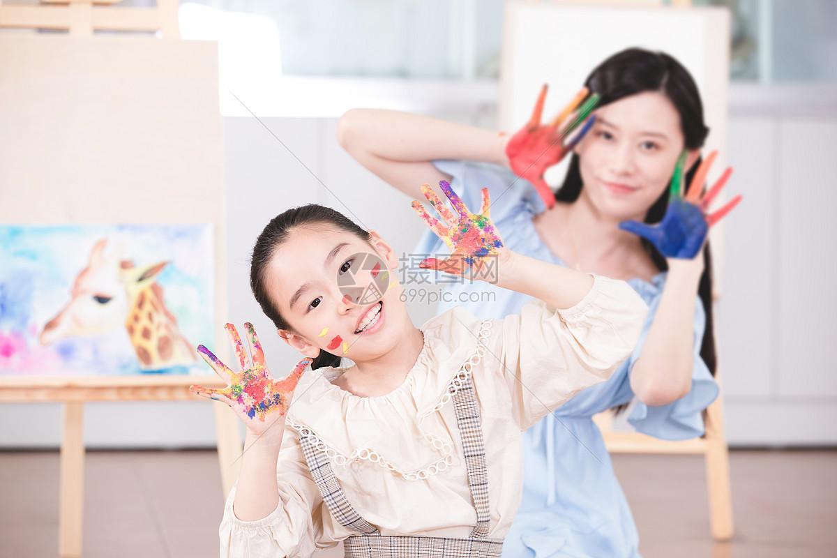 儿童一对一绘画教学图片