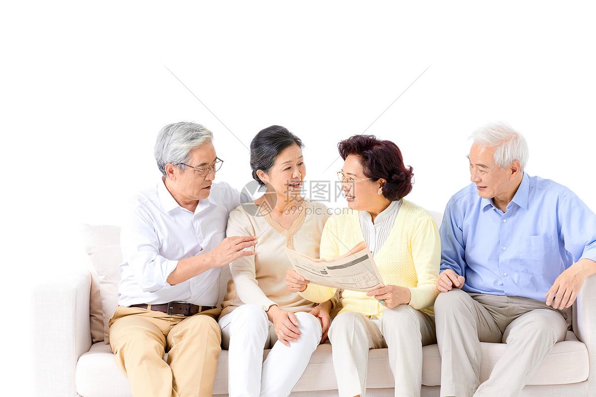 老人看报纸图片