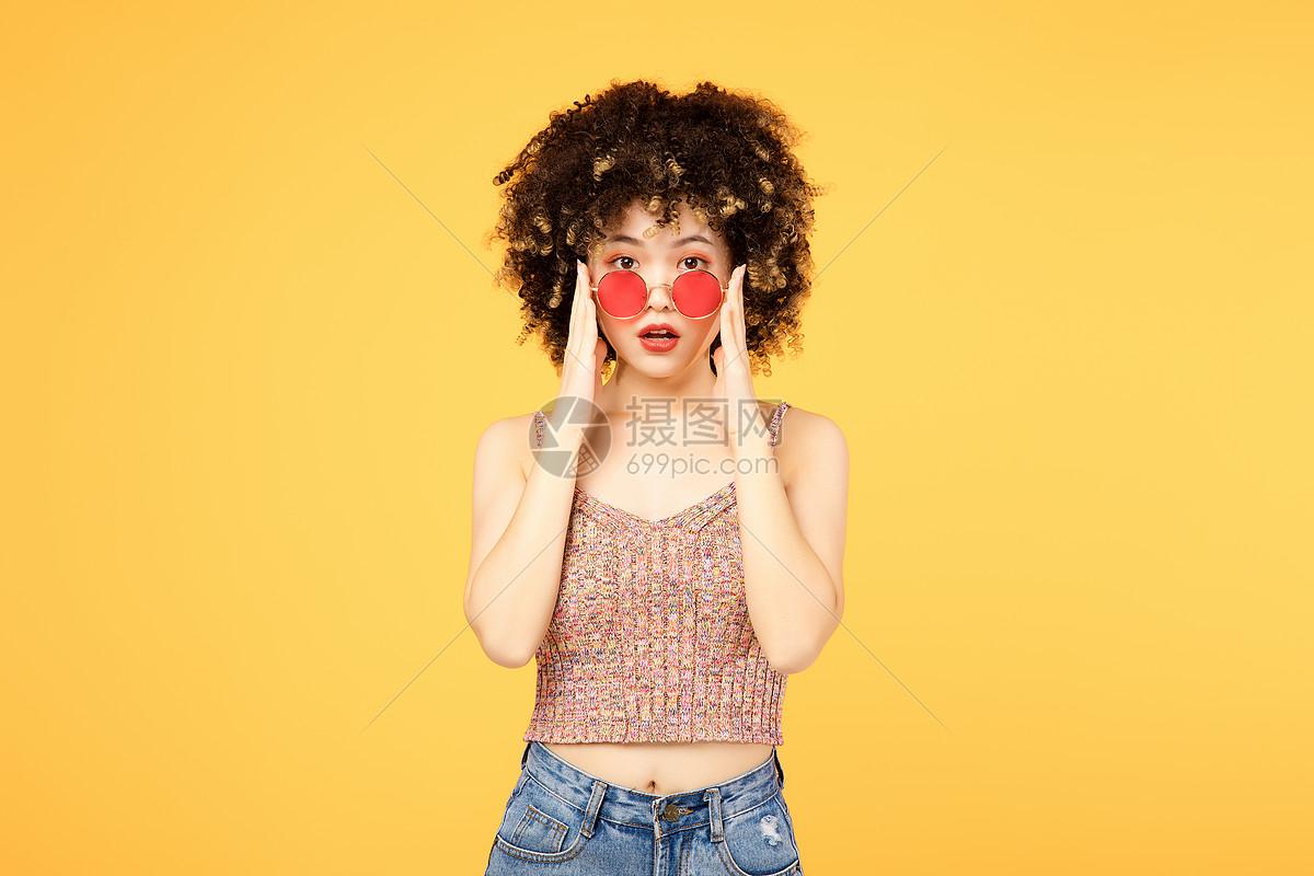 时尚少女形象图片